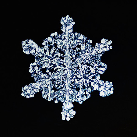 015 Jan 17/10<br /> <br /> Not anywhere near what I was trying to achieve, but never the less, my first snowflake.