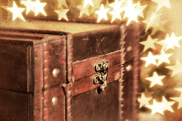 004 Jan 4 /13The Secret Box<br /> <br /> Critique always welcome.  Thanks for your comments.