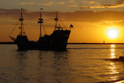 Just your every day run of the mill pirate ship, heading off into the sunset in Florida. I think my favorite part is all the pirate silhouettes!