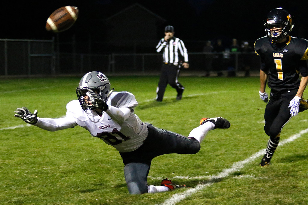 . Berthoud�s Ryan Schmad (81) jumps to catch a pass on Thursday, Sept. 28, 2017, at Patterson Field. (Photo by Lauren Cordova/Loveland Reporter-Herald)