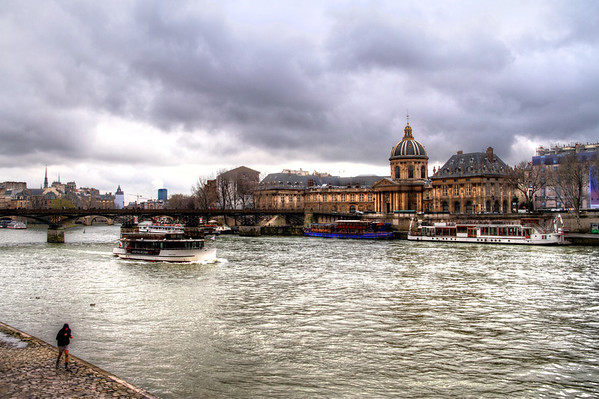 Crossing the La Seine