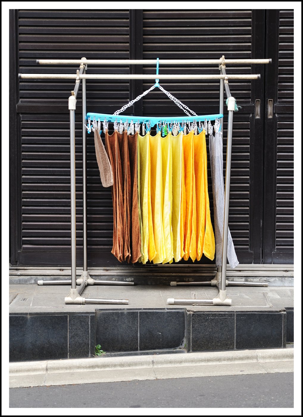Day 183 July 2<br /> I had a Dr. appointment in Sangenjaya so took my camera along. On the way, I spotted these towels out drying in front of a beauty parlor. It was early, so the shop wasn't open yet.