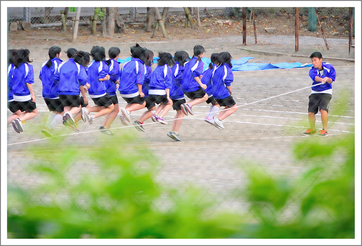 Day 146. May 26. We live next door to a junior high school. Usually it is a very quiet neighborhood, but for 2 weeks prior to their sports festival, it can get quite noisy. Jump rope practice starts at 7:30 am. I took this from our living room window at 300mm.