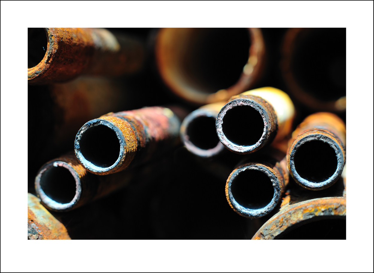 365/123 May 3. We left late Sunday evening for Hakone. Monday we just chilled. Seishi had a meeting to attend, so I went out by myself for a while to take pictures of rusty pipes.