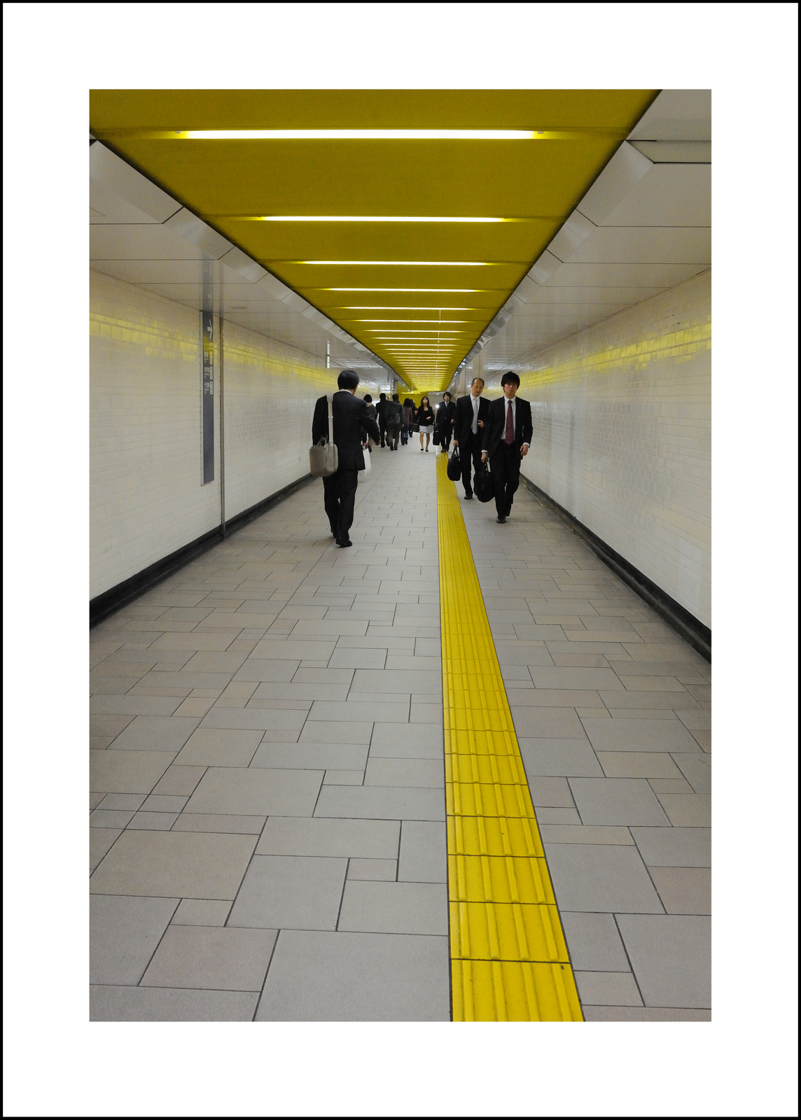 Day 330  Friday, November 26<br /> I taught in Omotesando.  I always like the colors and lines in hallways of this station.