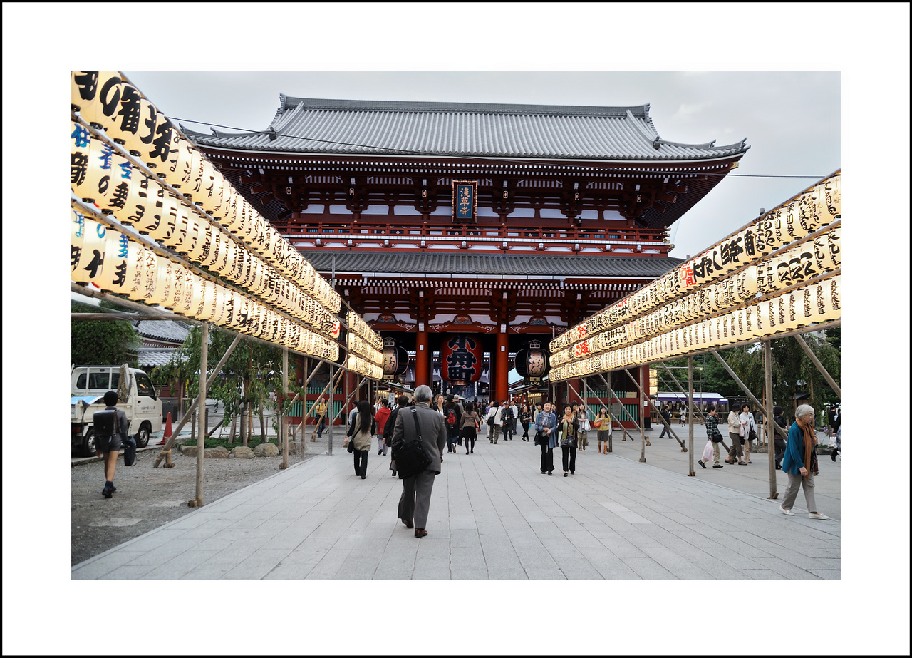 "Day 292, Tuesday, October 19<br /> Maria wanted to see and ""old market"", so Seishi took a half day off and we took her to Asakusa."