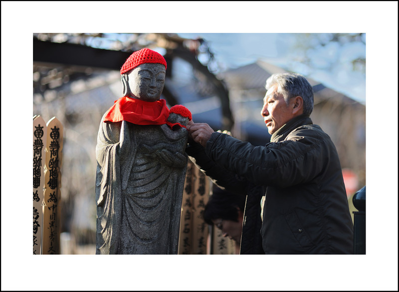 Day 362, Tuesday, December 28<br /> <br /> I went to Yuutenji temple to see what kind of preparations were taking place for the New Year. Jizo San and baby are getting new hats and bibs.