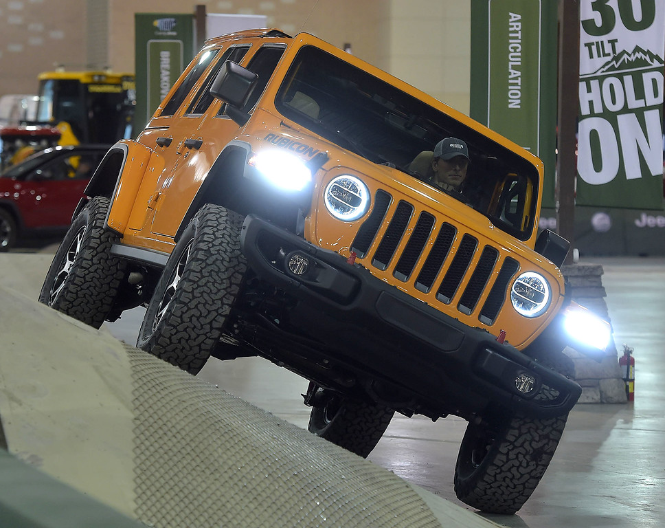 . This Jeep Rubicon takes a 30\' sloop easily on the Camp Jeep circuit.