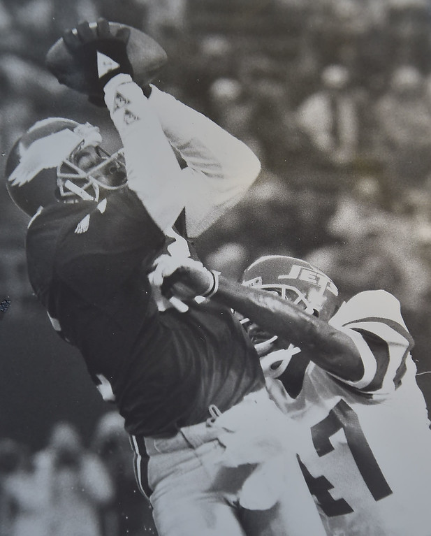 . Mike Quick makes a catch against the New York Jets. 1987.  Quick had 6 receptions for 2 touchdowns and 148 yards. The Eagles won 38-27. Photo by Bill Stoneback DAILY LOCAL NEWS ARCHIVES
