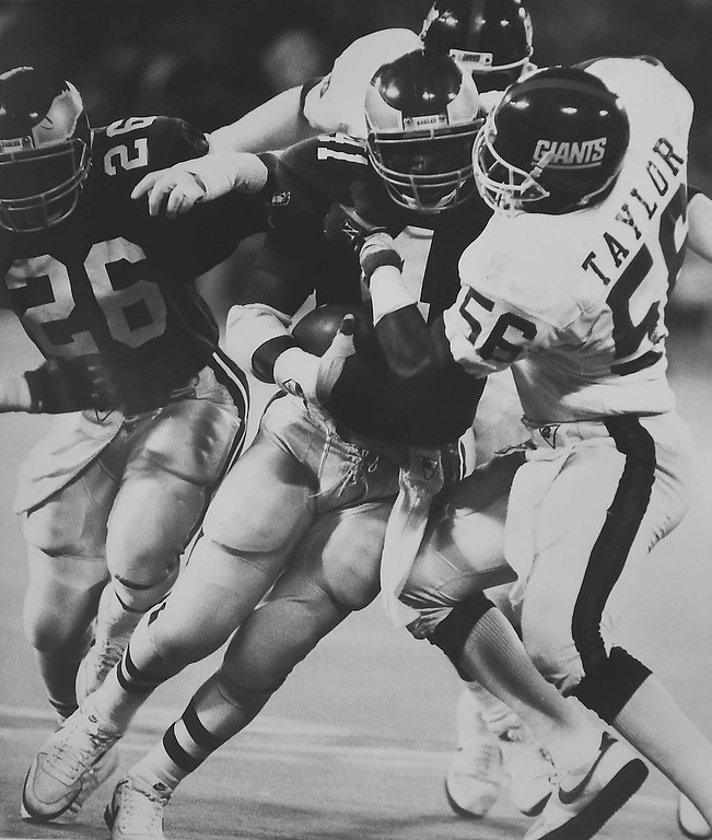 . DAILY LOCAL ARCHIVES - Keith Byers against the New York Giants.