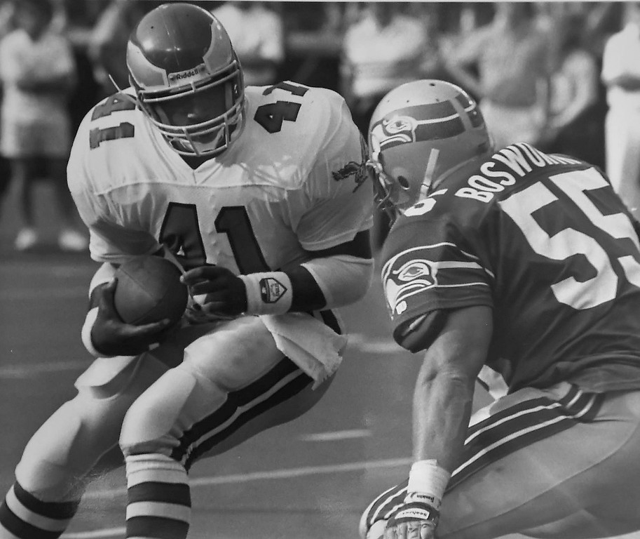 . Keith Byers against the Seahawks in 1989, the Eagles won 31-7.  DAILY LOCAL NEWS ARCHIVES