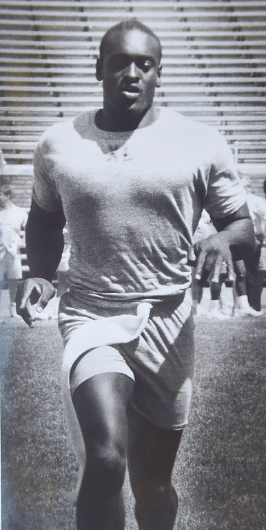 . Eagle linebacker Byron Evans 1988  DAILY LOCAL NEWS ARCHIVES