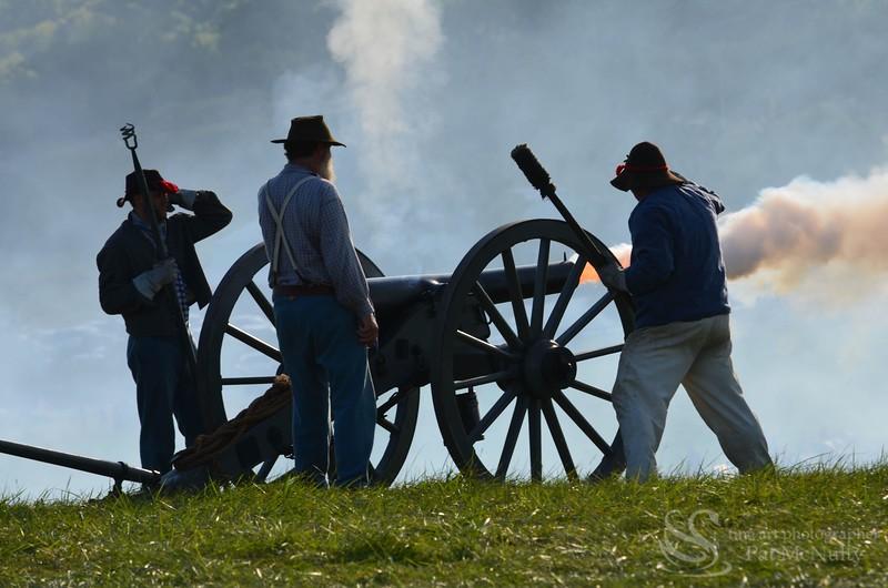 Cannon Gun Firing Confederate Civil War  Soldiers Picture