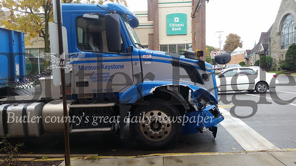1106_LOC_Crash Marmon Keystone Truck