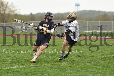 Mars' Shea Moffa (30) pushes past a Knoch defender (#17). Seb Foltz/Butler Eagle