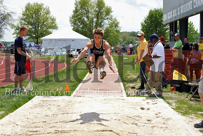 Lauren Chappell in long jump. Seb Foltz/Butler Eagle