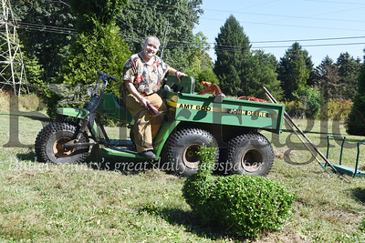 Harold Aughton/Butler Eagle: Terry Heasly has turned her hedges into lawn art.