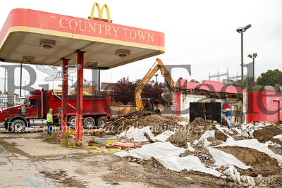 Country Town gas station demolition. Seb Foltz/Butler Eagle