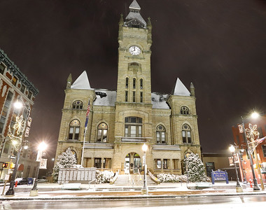 Butler County Court House with holliday lights, Tuesday night. Seb Foltz/Butler Eagle 12/01/20