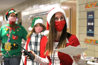 Emily Brittain Elementary principal  Cassie Pencek directs volunteer prior to Saturday's food and toy distribution with Inspired Hearts and Hands, MSA, and CCR. Seb Foltz/Butler Eagle 12/19/20