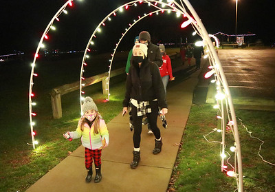 657 -- The Junior Women's Club of Butler held their Polar Express Christmas event in Alameda Park on Saturday night.