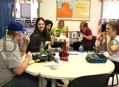 Lifefsteps instructor assistant Stephanie Colosimo (center) chats with students during lunch. Seb Foltz/Butler Eagle