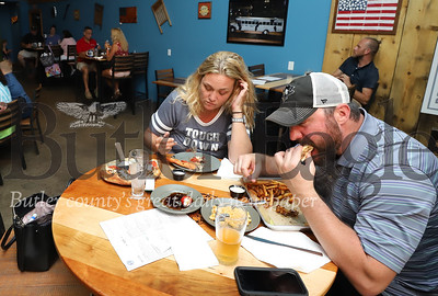 Future Butler residents Justin Fuqua and Kelly Carlin eat dinner at Missing Links Brewery Thursday. Seb Foltz/Butler Eagle