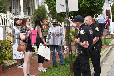Saxonburg police speak with protesters Wednesday. Around a dozen people in Saxonburg Wednesday protested the police killing a Minneapolis man named George Floyd. photos by Eric Jankiewicz