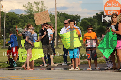 Students and parents protesting South Butler School District's reopening plan line up along Dinnerbell Rd. outside of Knoch High School Thursday evening.  Around 50 protesters came out to show their objections to the school's current reopening plan. Seb Foltz/Butler Eagle