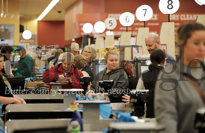 Shoppers at the Moraine Pointe Plaza Giant Eagle Friday. Seb Foltz/Butler Eagle  03/13/20