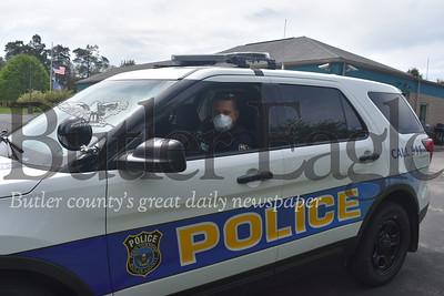 0520_LOC_Policeman in car