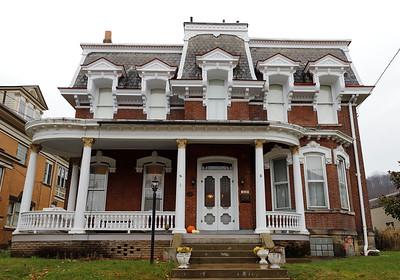 Home of Tom Swisher and Cynthia Neff 319 4th St. Freeport. Freeport It's a Wonderful Life story.  Seb Foltz/Butler Eagle