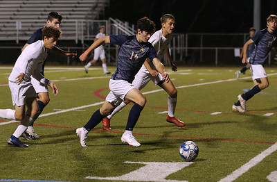 Mars' Zac Campagna makes a break toward goal at home against Freeport Thursday night. Seb Foltz/Butler Eagle 10/08/20