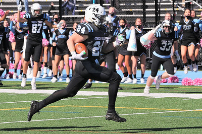 Seneca running back Nolan Dworek breaks for a run to score the game winning touchdown in overtime Saturday against Baldwin. Seneca topped Baldwin 19-16 at home. Seb Foltz/Butler Eagle 10/17/20