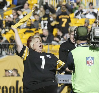 Marianne Cornetti, International Opera Mezzo-Soprano, sings prior to the Pittsburgh Steeler/Cleveland Browns game - January 1, 2017 - photo by Ed Nebel