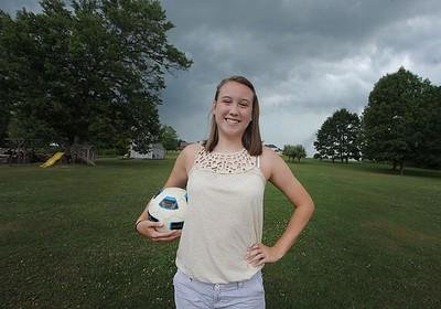 93963 Krista Burdett knoch soccer player overcomes hip injury