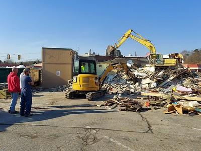 A demolition crew demolishes the Eat-n-Park along New Castle Road Tuesday morning. April 6, 2021.   Harold Aughton/Butler Eagle