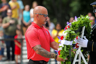 Butler resident Steve Monteleone lays wreath at Tomb of Unknown Soldier