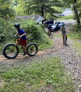 DAY NEWS 8/23 Photo cutline: Zac Gelman, 11; Maya Gelman, 13; and their father Dan Gelman of Mount Lebanon hit the trail leading to the newly opened loops off the Maryland Avenue Trail in Alameda Park Saturday. ERIC FREEHLING/BUTLER EAGLE