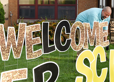 Rob Rentz of Sign Dreamers installs the final letter to the Welcome EB Scholors sign in front of Emily Brittain Elementary Thursday morning. Harold Aughton/Butler Eagle