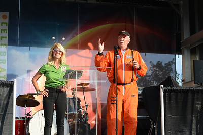 Mars New Year Committee member Missy Gralish and Mars Borough Mayor Gregg Hartung speak onstage. Julia Maruca/Butler Eagle