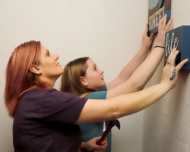Lisa Wilbert hangs wall decorations with her daughter Jasmine, 13. Seb Foltz/Butler Eagle 01/08/21