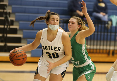 Butler's Makenna Maier drives to the hoop against South Fayette Saturday. (South Fayett #1 defending). Seb Foltz Butler Eagle. 01/09/20