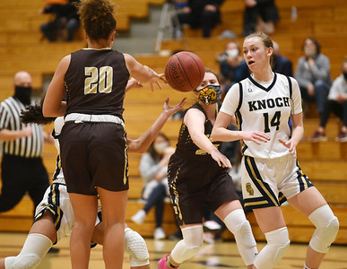 Knoch's Nina Shaw, #25, passes ball to Knoch's #14 in the fourth period Monday, January 11, 2021. Harold Aughton/Butler Eagle.