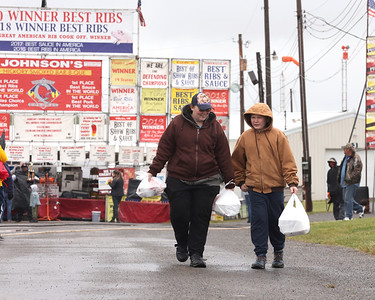 Melissa Katsko and her son Russell pick up BBQ at Rib Fest Saturday. Hearty rib fans braved a light rain to attend the festival. Seb Foltz/Butler Eagle 05/29/21