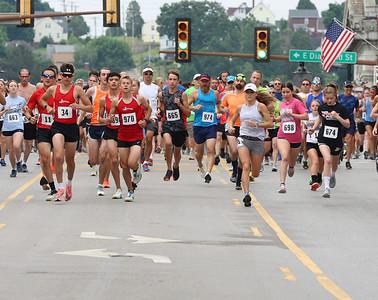 Five-mile runners kick off Saturday's Butler Road Race on Main Street. Seb Foltz/Butler Eagle 06/19/21