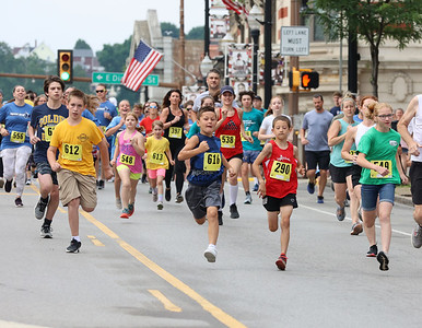 Younger runners get out to an early lead in Saturday's Butler Road Race 2 kilometer run. Seb Foltz/Butler Eagle 06/19/21