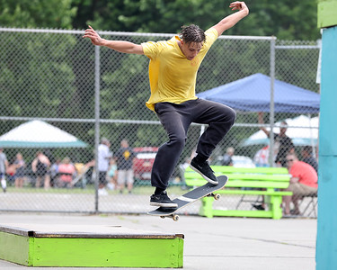 Drue Huffman, 22, of Butler attempts front 180 trick during competition at Father Marinaro Skate Park Saturday. Seb Foltz/Butler Eagle 06/26/21