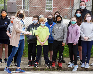 Art teacher Holly Wilson of the Butler Middle School took students on a walking tourof the city's Wall Dogs Murals Thursday afternoon. Harold Aughton/Buter Eagle.