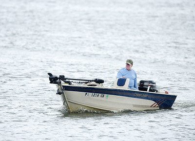Retiree Steve Taylor of Cabot, former operations director at PPG, brings is boat in prior to a storm at the 528 boat launch at Lake Arthur Wednesday afternoon. Harold Aughton/Butler Eagle.